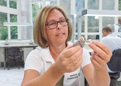 Arbeit im Dental-Labor in Straubing